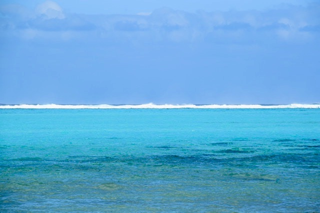 The Pacific beyond the reef waves